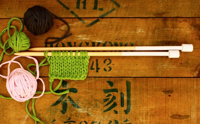 Agujas de madera para tejer punto de 12mm en acción