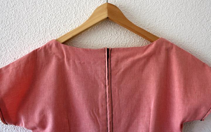 Hilos y madera: vestido de manga japonesa