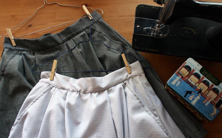 Hilos y madera: faldas de pliegues con bolsillos (detalle)