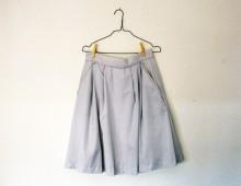 Hilos y madera: falda de cuadritos con pliegues