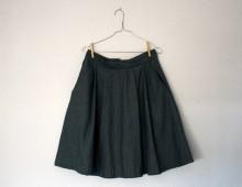 Hilos y madera: falda vaquera con pliegues