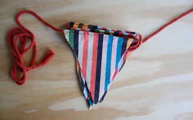Hilos y madera - Banderines de tela de rayas y cuerda de algodón