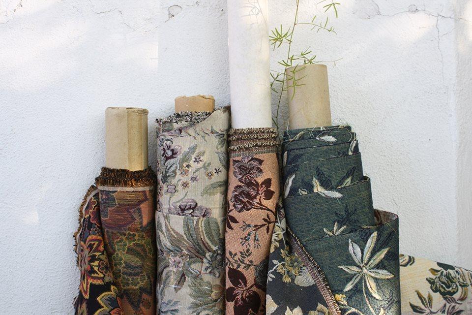Hilos y madera: telas de tapicero