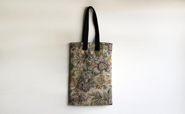 Hilos y madera · Bolsa totebag en tela de tapicería