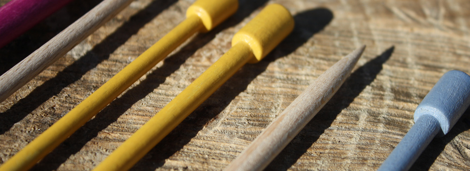 Hilos y madera · Agujas de punto en madera de haya